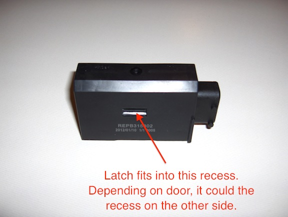 Latch recess on door actuator